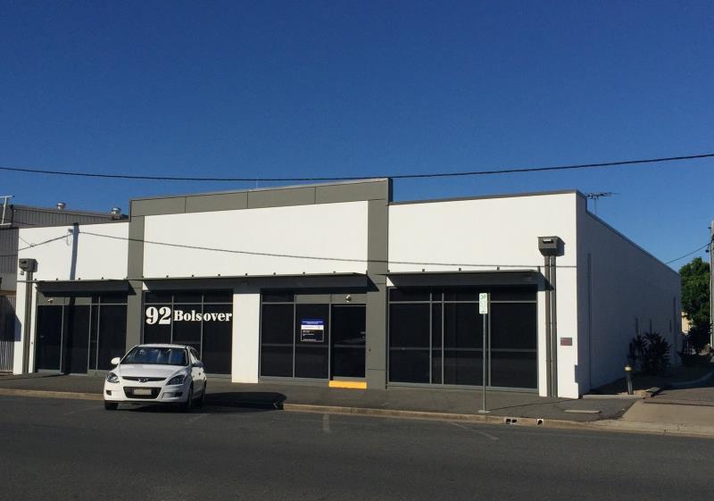 92 Bolsover Street ROCKHAMPTON CITY QLD 4700