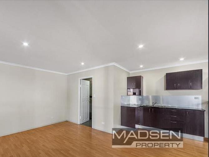 8 Shoebury Street, Rocklea QLD 4106 - Image 2