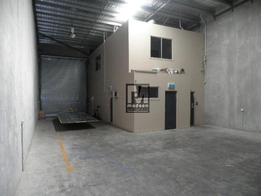 2/30 Walker Street TENNYSON QLD 4105