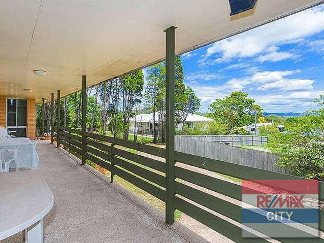 HOLLAND PARK WEST QLD 4121