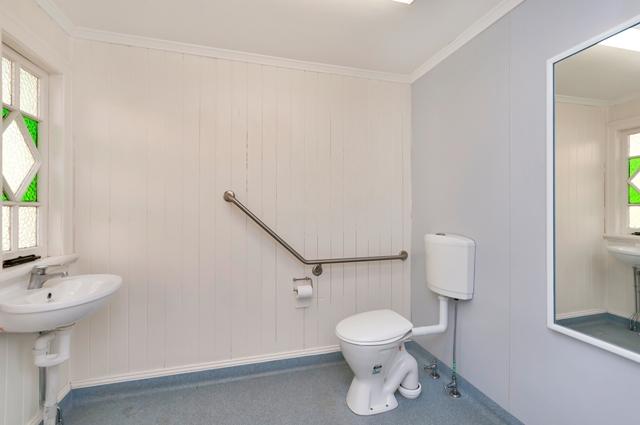 83 Brisbane Road NEWTOWN QLD 4305