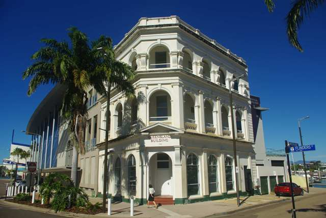 104-106 Flinders Street TOWNSVILLE CITY QLD 4810