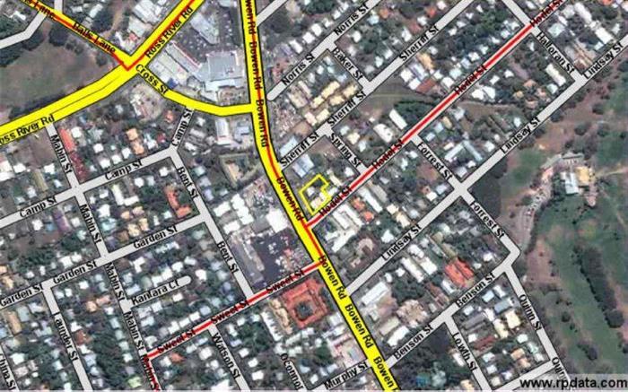 32 Bowen Road HERMIT PARK QLD 4812