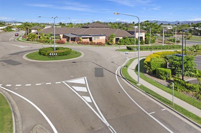 "31-39 Martinez Avenue, ""The Lakes"" WEST END QLD 4810"