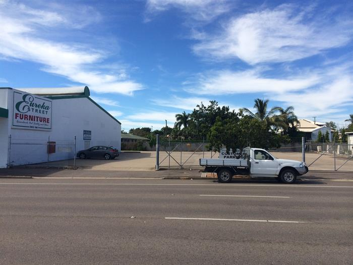 1/74 Charters Towers Road HERMIT PARK QLD 4812