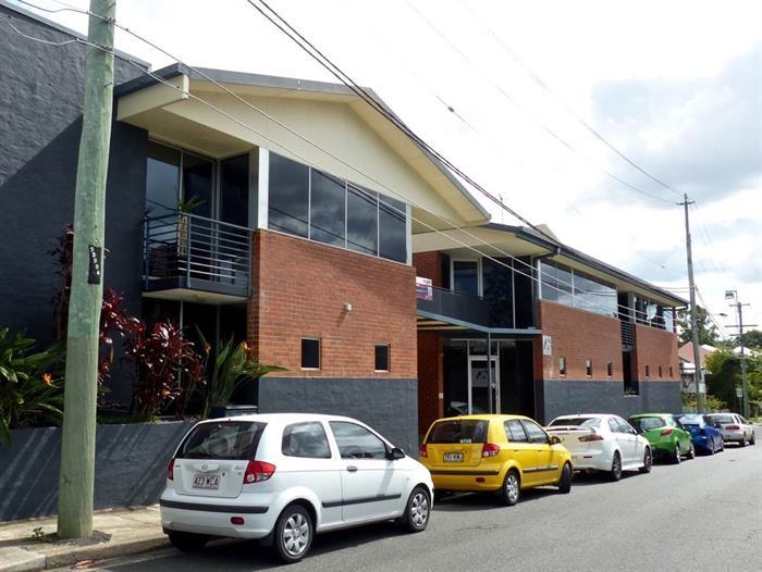 24 Railway Terrace DUTTON PARK QLD 4102