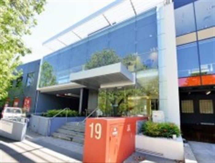 19 Shierlaw Avenue CANTERBURY VIC 3126