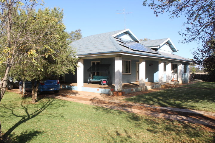 - 'Waratah' WEST WYALONG NSW 2671
