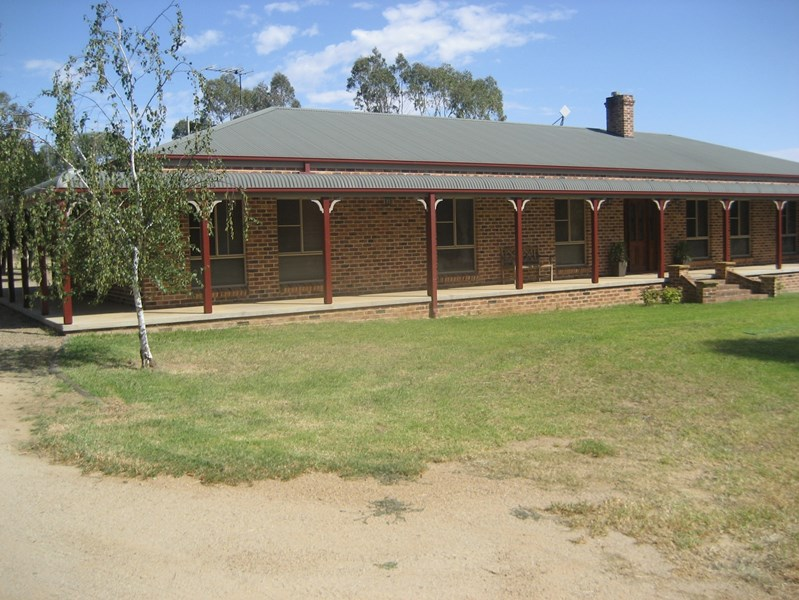Beautiful  Sale  NSW  Riverina  Great Cherry Capital Motel For Sale