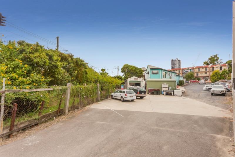 4 Dorsey Street MILTON QLD 4064