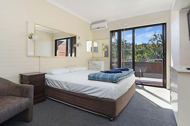 114 Kingsford Smith Drive HAMILTON QLD 4007