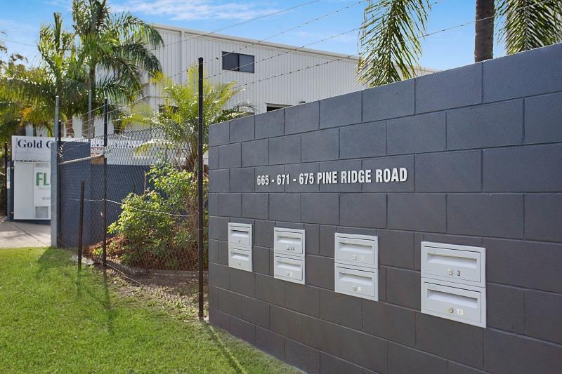 2a/671 Pine Ridge Road BIGGERA WATERS QLD 4216