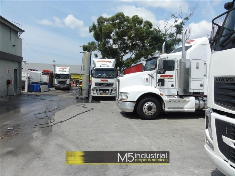 2 Omnibus Road KINGSGROVE NSW 2208