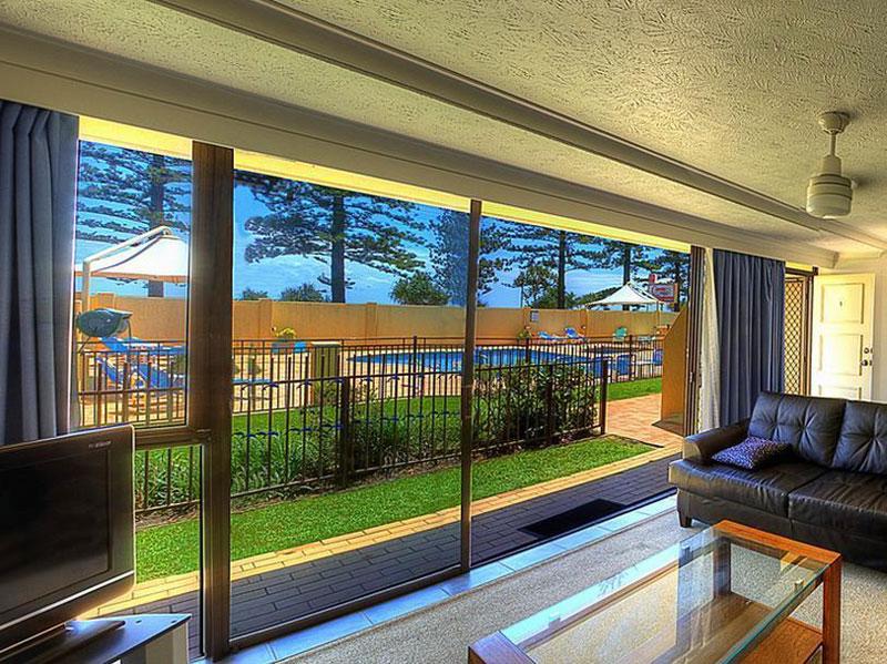 RAINBOW BAY QLD 4225