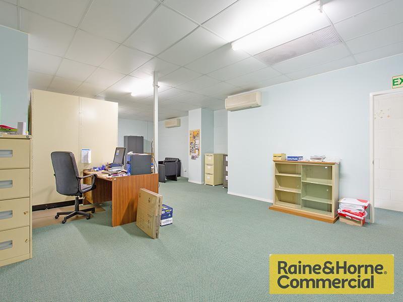 2/77 Araluen Street KEDRON QLD 4031