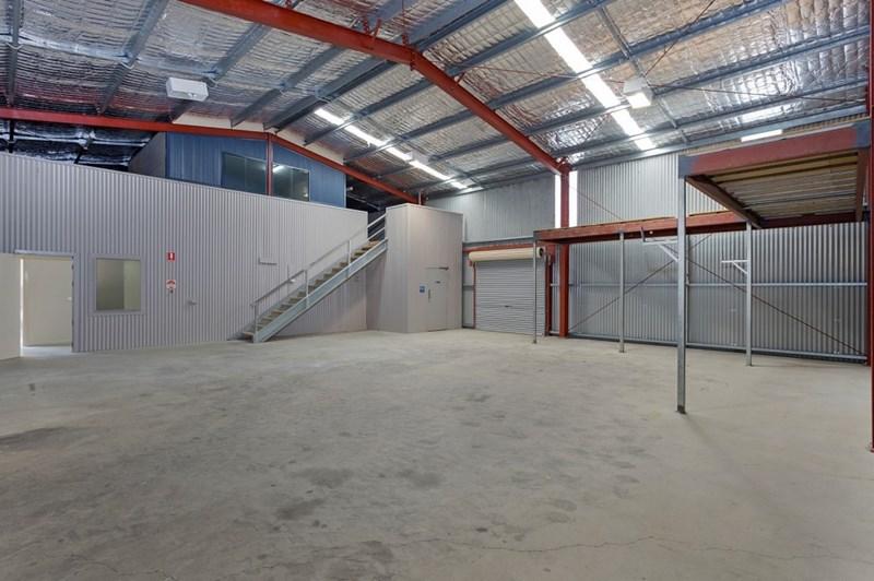 2/18 Annette LAVINGTON NSW 2641