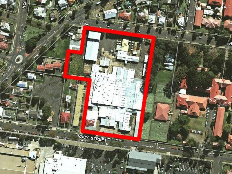 2/256 Herries Street NEWTOWN QLD 4350