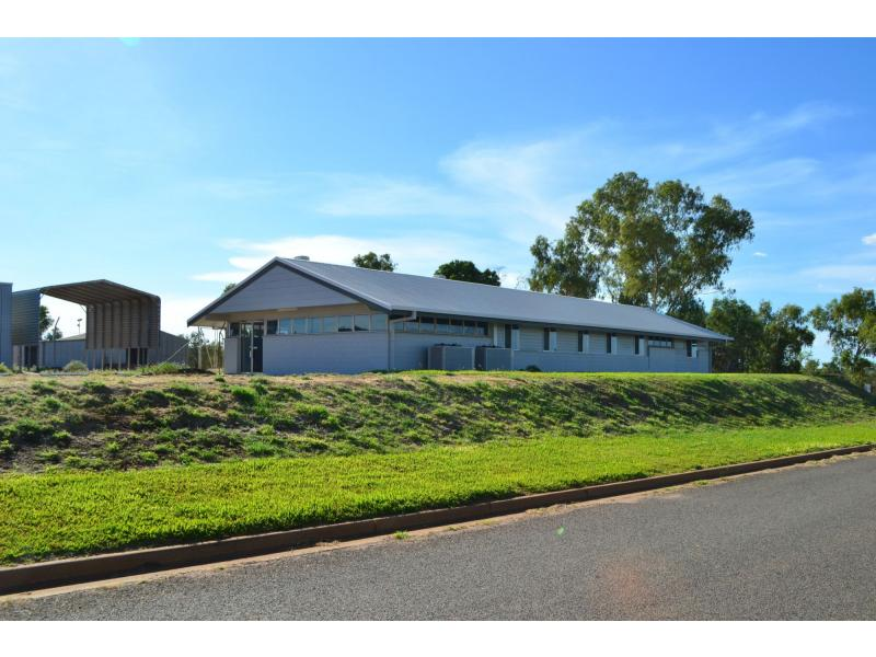 2 Northridge Road MOUNT ISA QLD 4825