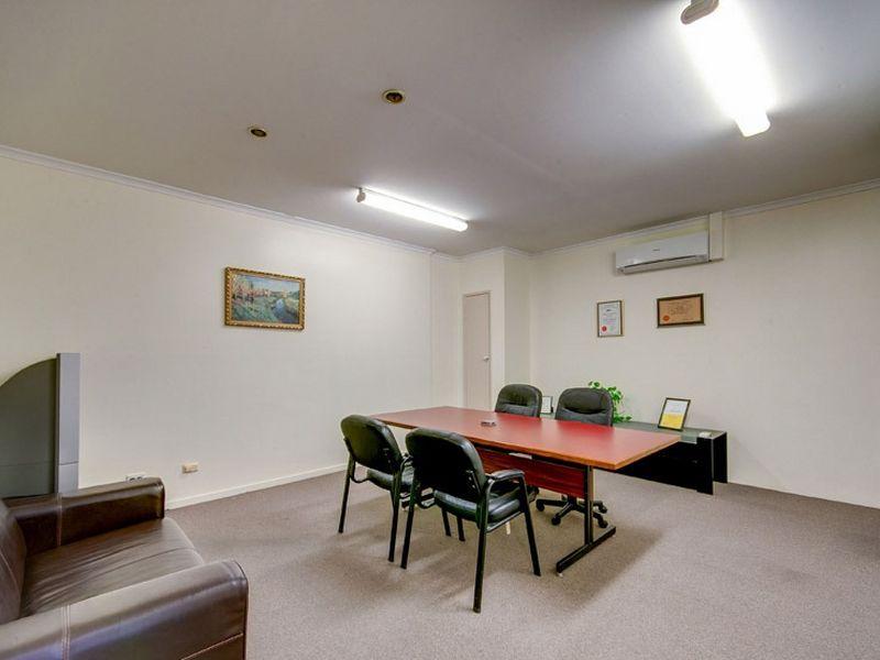17 & 18/8 Dennis Road SPRINGWOOD QLD 4127