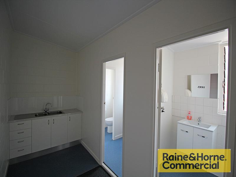 Office/67 Brighton Road SANDGATE QLD 4017