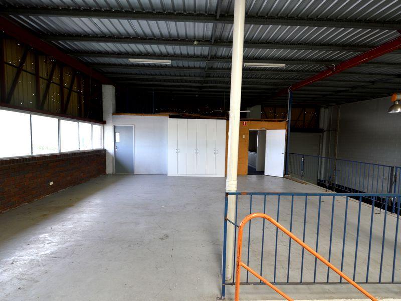2/7-11 Central Court HILLCREST QLD 4118