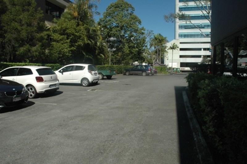 15/13 Karp Court BUNDALL QLD 4217