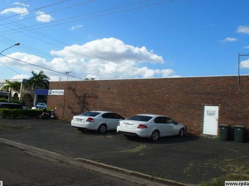 87 Denham Street ROCKHAMPTON CITY QLD 4700