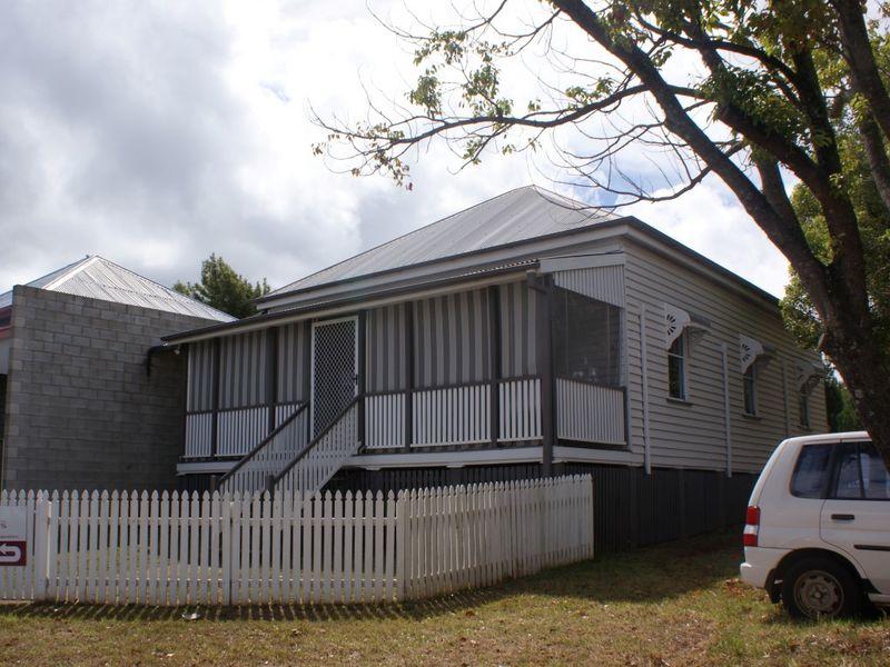 232 Ruthven Street NORTH TOOWOOMBA QLD 4350