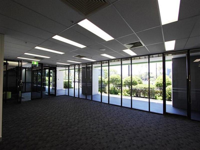 2/301 Coronation Drive MILTON QLD 4064