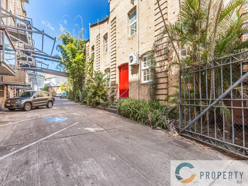 30 Florence Street TENERIFFE QLD 4005