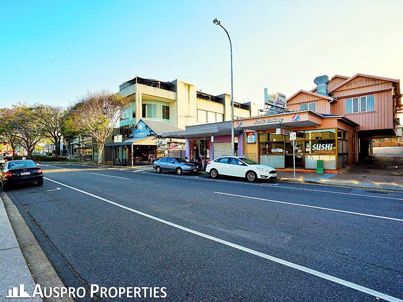 423 Logan Road GREENSLOPES QLD 4120