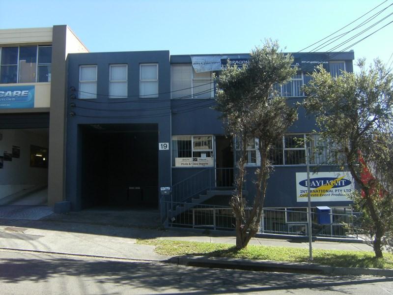 Upstairs/19 Whiting Street ARTARMON NSW 2064