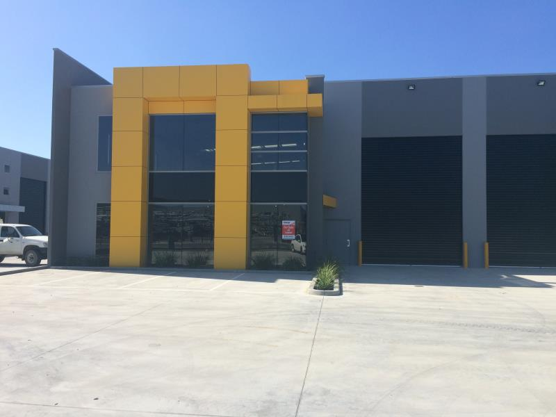 10 Carmart Way PAKENHAM VIC 3810
