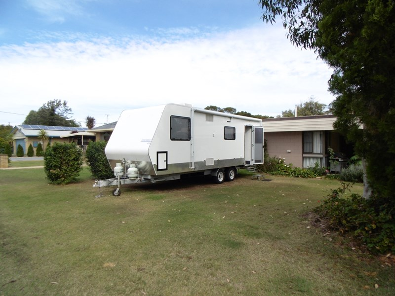 1 McIntyre Street PITTSWORTH QLD 4356