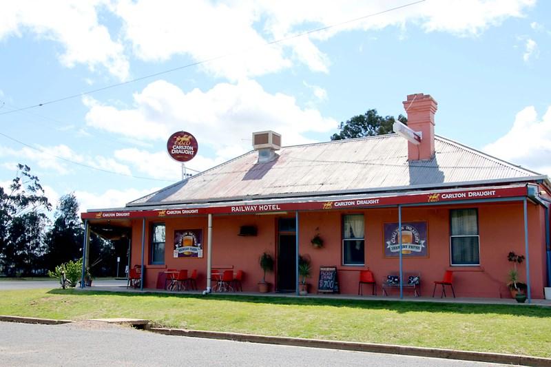 33 Brookong Street LOCKHART NSW 2656