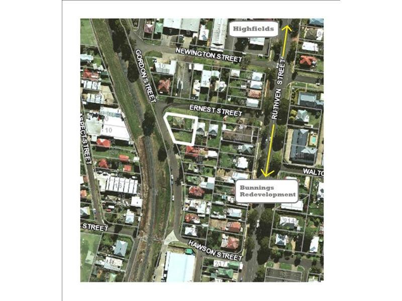 14 Gordon Street NORTH TOOWOOMBA QLD 4350