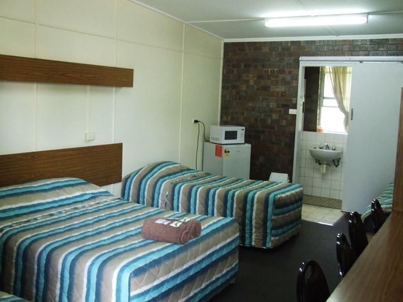 4 Mulgrave St GIN GIN QLD 4671