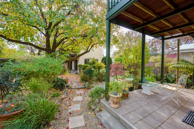 21 Loch Street BEECHWORTH VIC 3747