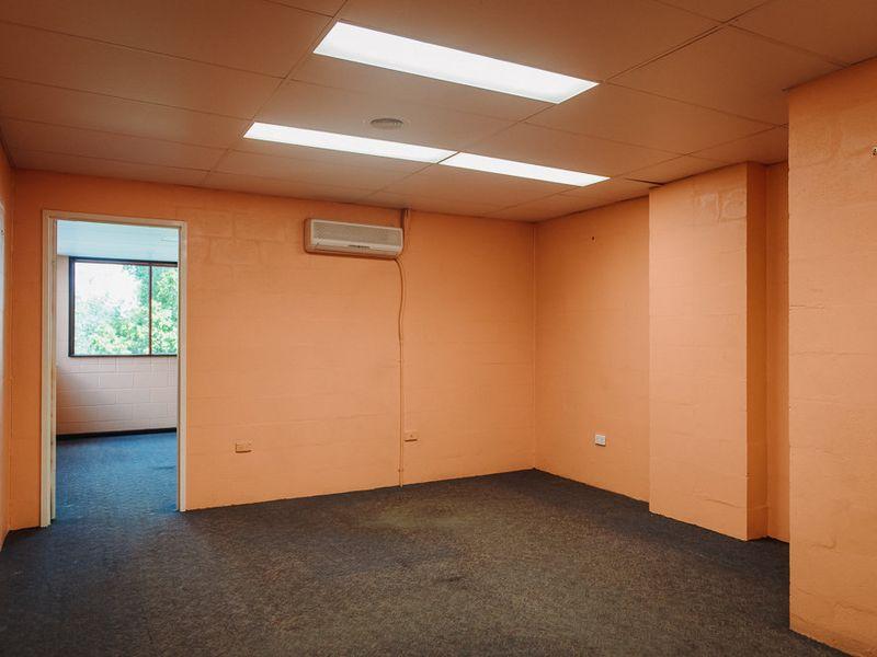 27 Tradelink Road HILLCREST QLD 4118