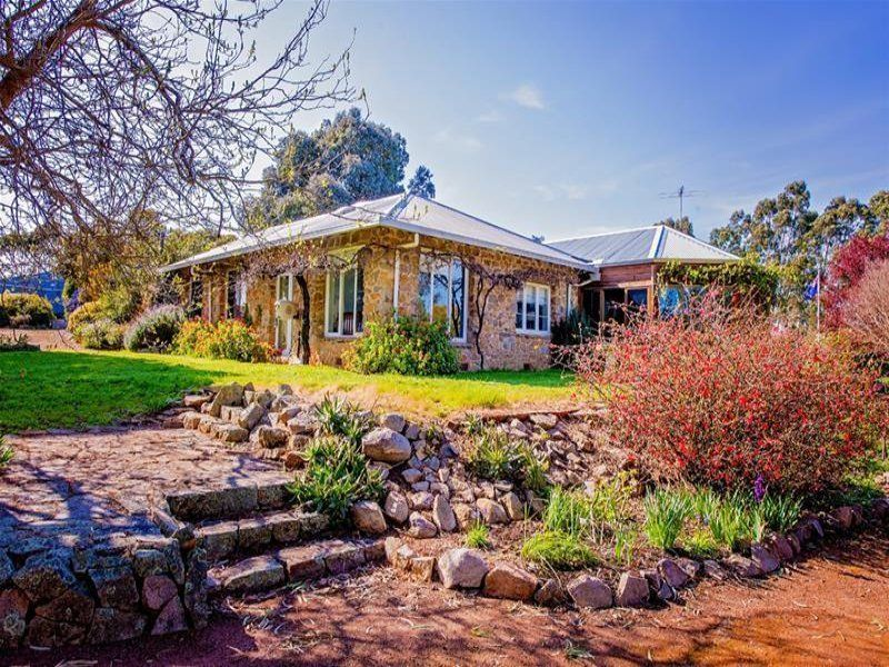 97 Reservoir Road BOYUP BROOK WA 6244