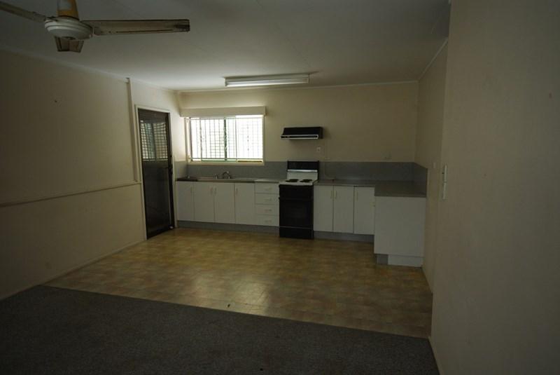 2/579 Ross River Road KIRWAN QLD 4817