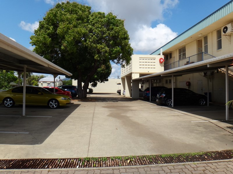 2/ 134 Charters Towers Road HERMIT PARK QLD 4812