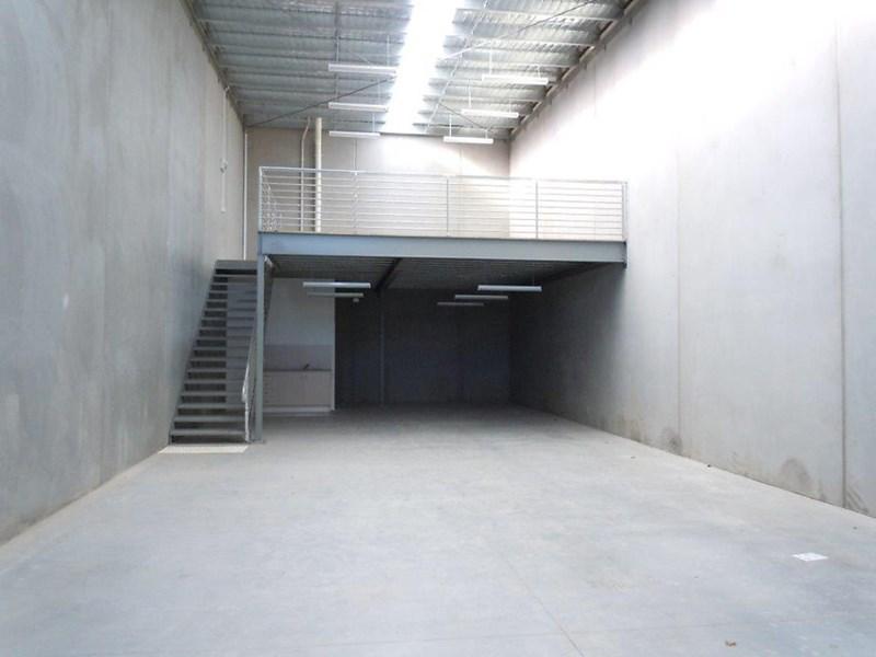 10 Vear Street HEIDELBERG WEST VIC 3081