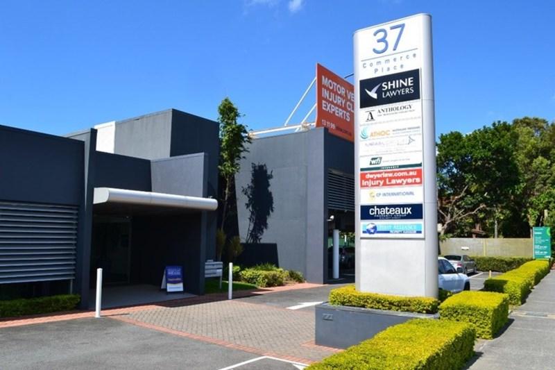 37 Bundall Road BUNDALL QLD 4217