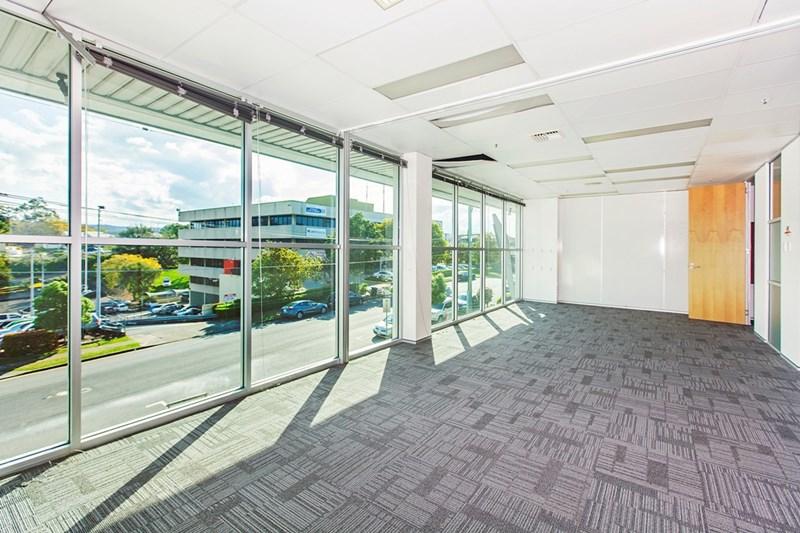 14 Finchley Street MILTON QLD 4064