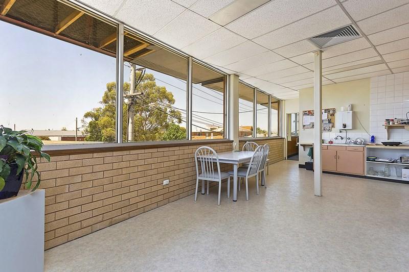1st Floor/320 Urana Road LAVINGTON NSW 2641