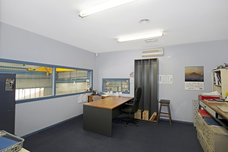 12 Longview Court THOMASTOWN VIC 3074