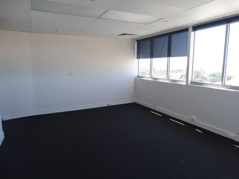8/182 Bay Terrace WYNNUM QLD 4178