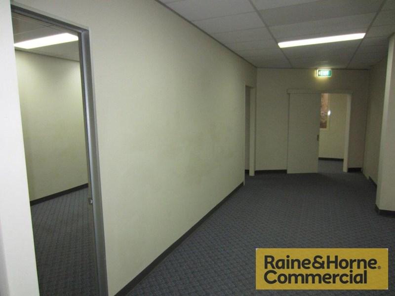 9 Hubert Street WOOLLOONGABBA QLD 4102