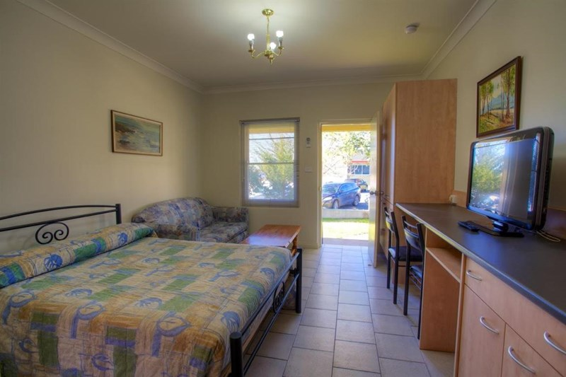 39 Merivale Street TUMUT NSW 2720